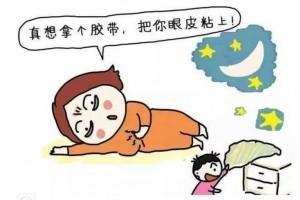 爸爸哄睡宝宝姿势太奇葩让你绝对想象不到