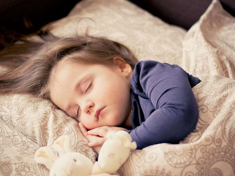 睡觉时头出汗怎么办孩子睡觉头出汗的原因有哪些