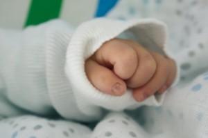 详解婴儿肌张力低的表现孩子肌张力低有两方面的原因
